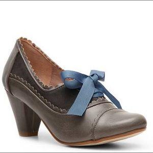 Chelsea Crew Madison scalloped Leather Oxford Heel